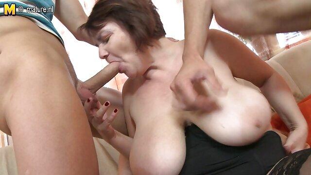 La sangre caliente de la ancianos gay xxx chica exigía sexo