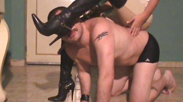 Modelo porño gay de sexo de cuerpo curvilíneo